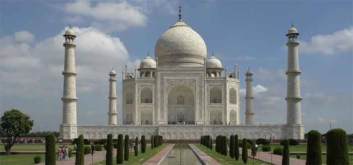 Photo of the Taj courtesy of Wiki Commons
